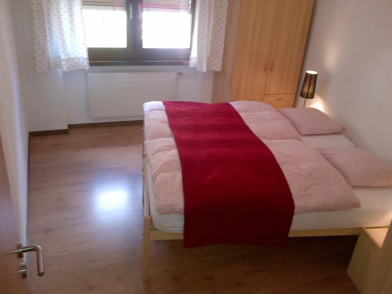 bedroom 2 (2 x 90cm beds)