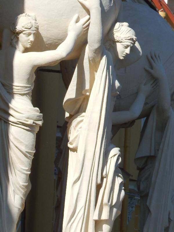 Figures on the Admiralty building