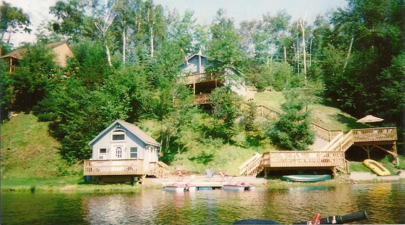 Cottage e la casa principale sul lago Eden