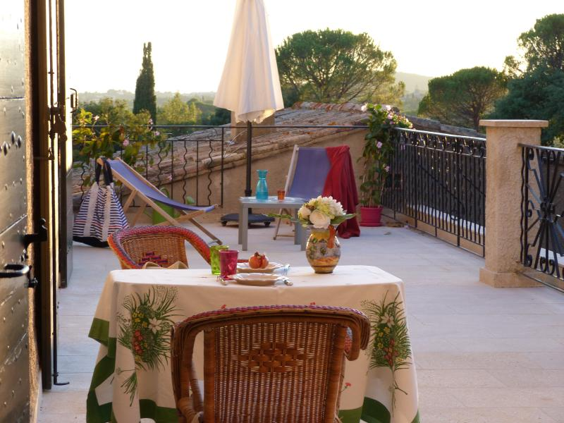 Sunset Provencal sun on your private terrace The apartment OLIVE