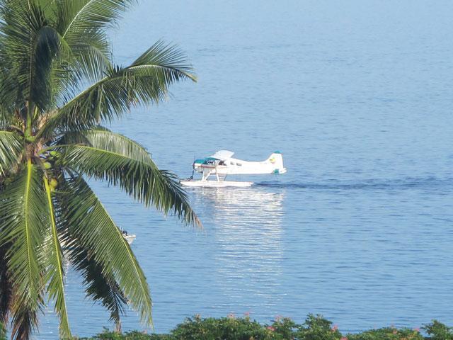 Seaplane landing at JM Cousteau