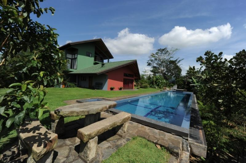 Tranquility,The Hide-out / Relax / Taste Traditional cuisine / Superhost, holiday rental in Kegalle