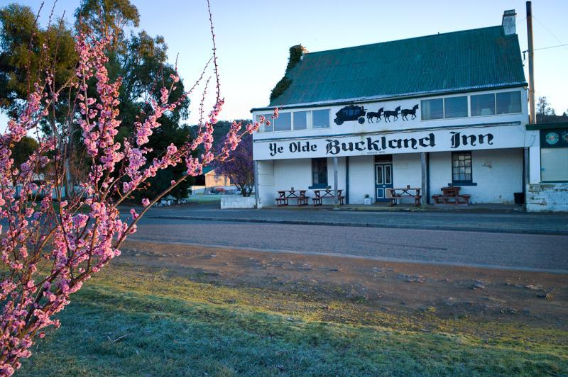 1830s Buckland Inn