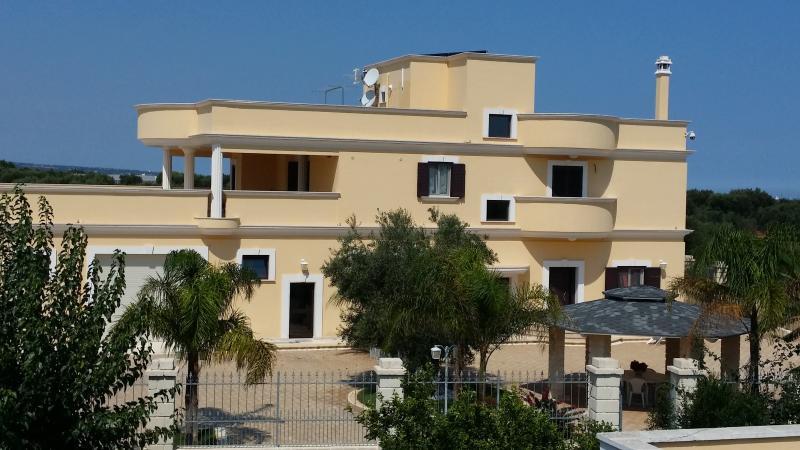 Appartamento in villa Alessia, holiday rental in Macchia di Monte