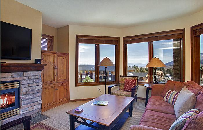 Eagle Run #103 Living Area With Fantastic Views and A Gas Fireplace