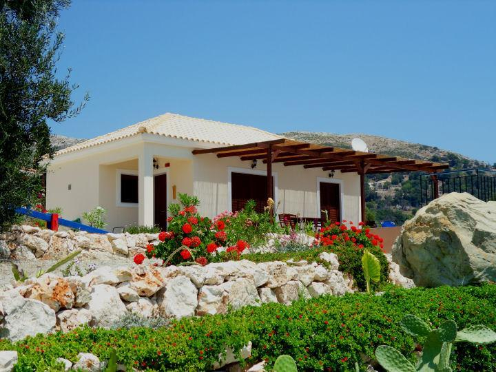 Thetis, a little naturist villa with private pool in the greenery, holiday rental in Skala