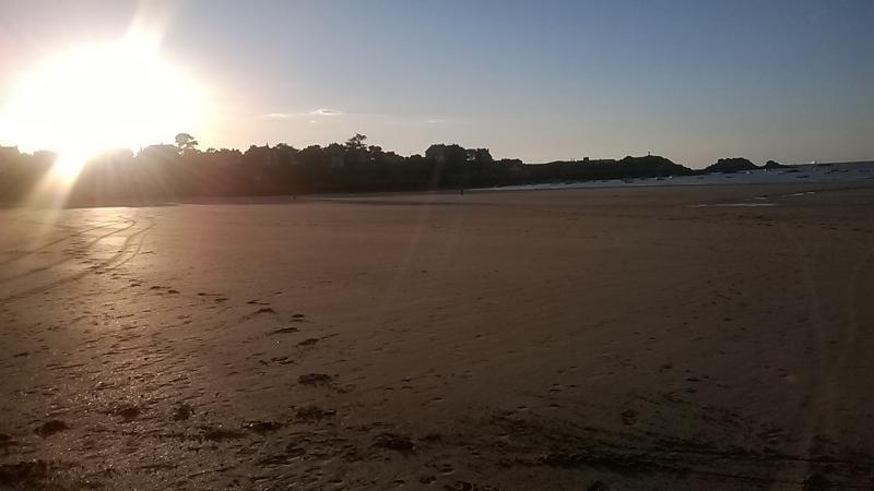 Sunset beach of Saint-Lunaire
