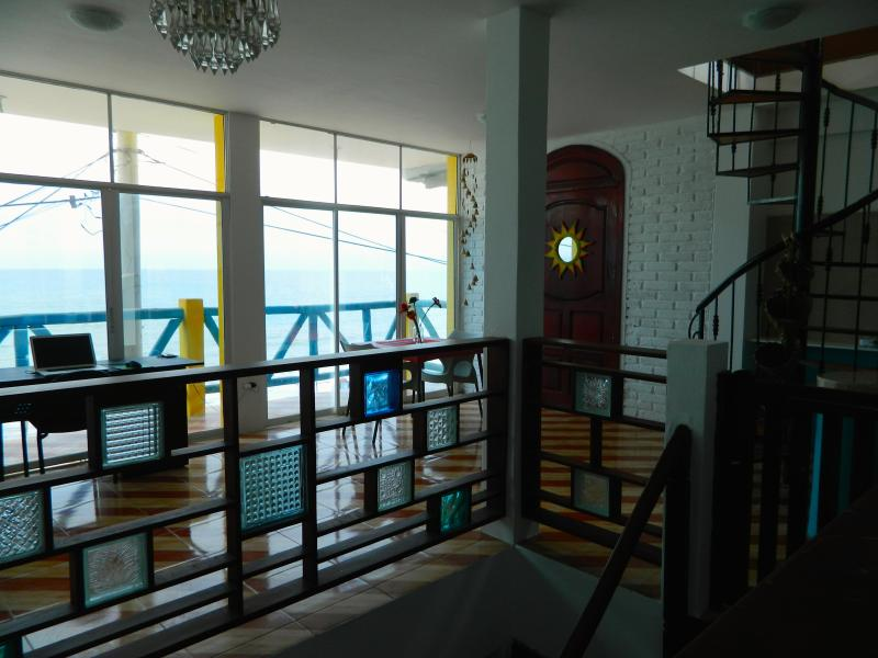 Oceanfront Apartment - Malecon Crucita, holiday rental in Crucita