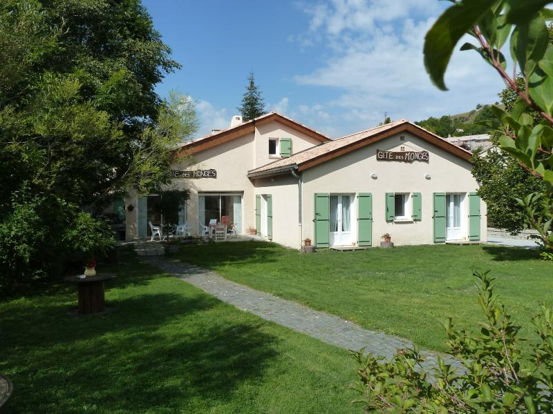 Gîte des Monges  chambre 2-4, holiday rental in Clamensane