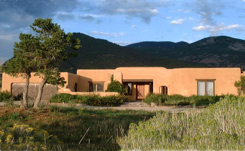 Casa Coyote-Adobe Home-Tennis/Indoor Pool/Spa/Ski – semesterbostad i Valdez