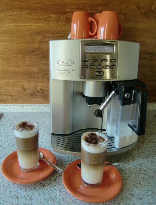 Machine à café avec une belle latte macchiato (;-)