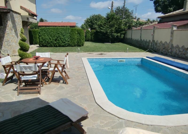 Jardin avec piscine privée (2)