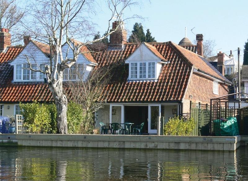 Riverbank Cottage, vacation rental in Norwich