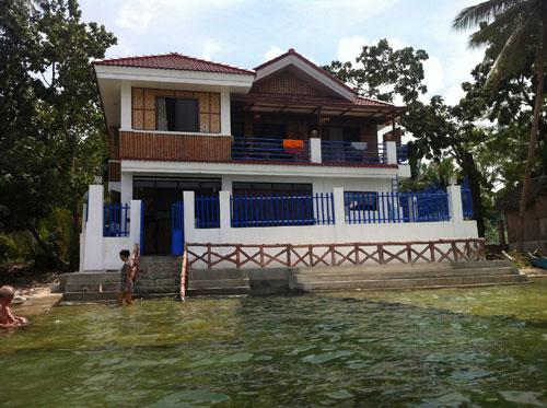Beautiful Beachfront Home for Rent in Baclayon, Bohol, vacation rental in Loon