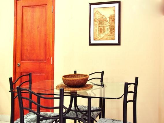"""Die Tür auf der linken Seite ist eine """"Hoteltür', ins Studio zu verbinden, wenn Sie die Wohnung auch mieten."""