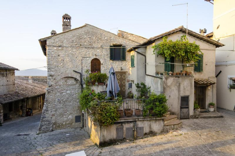 Casa della Torre in Borgo Medievale, holiday rental in Papigno