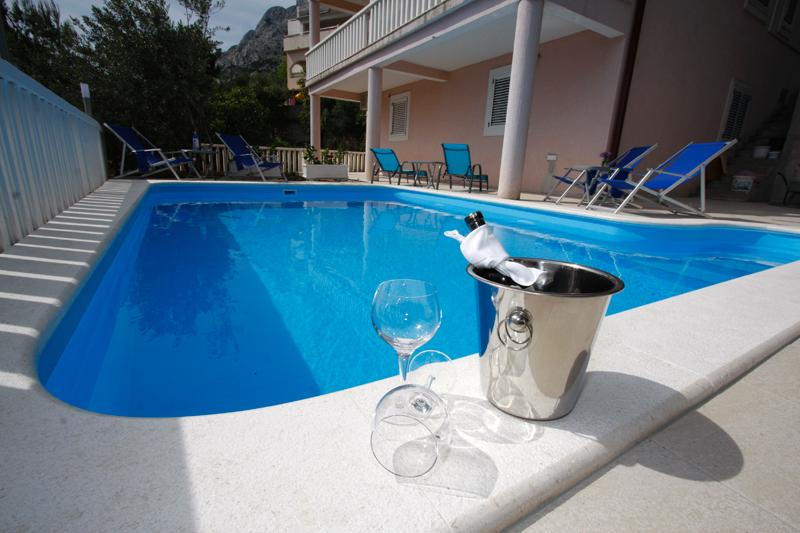 Apartment  E-2B with pool, vacation rental in Omis
