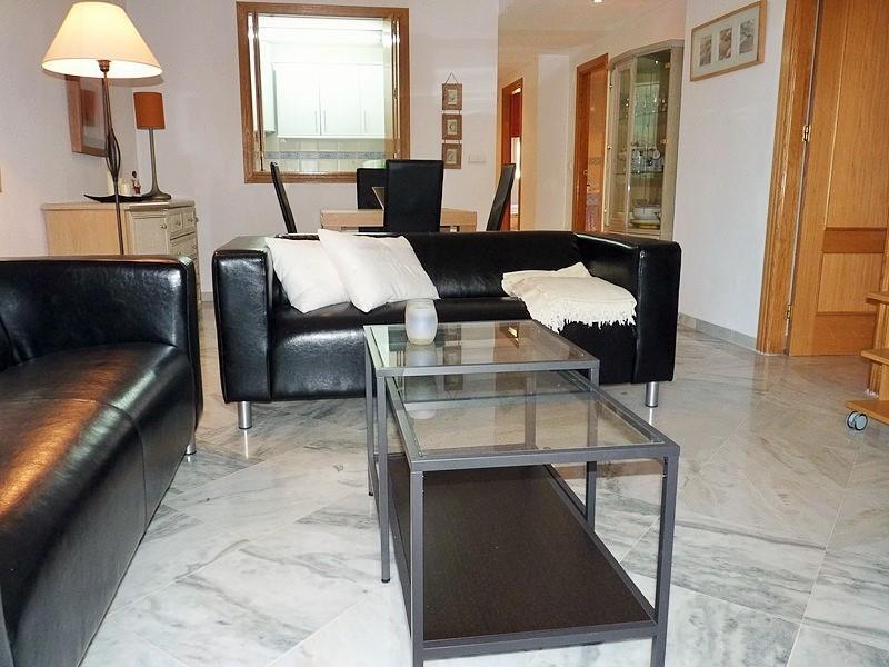 Lounge / jantar com mesa de jantar extensível