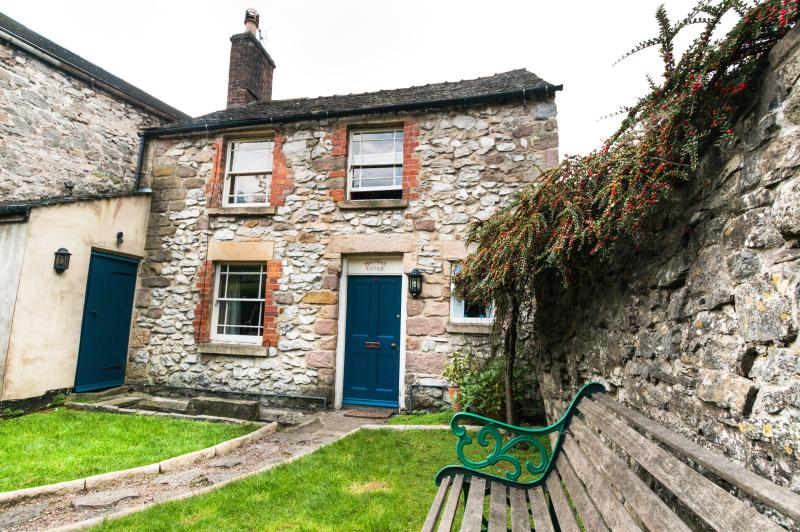 Matchbox Cottage, holiday rental in Wirksworth
