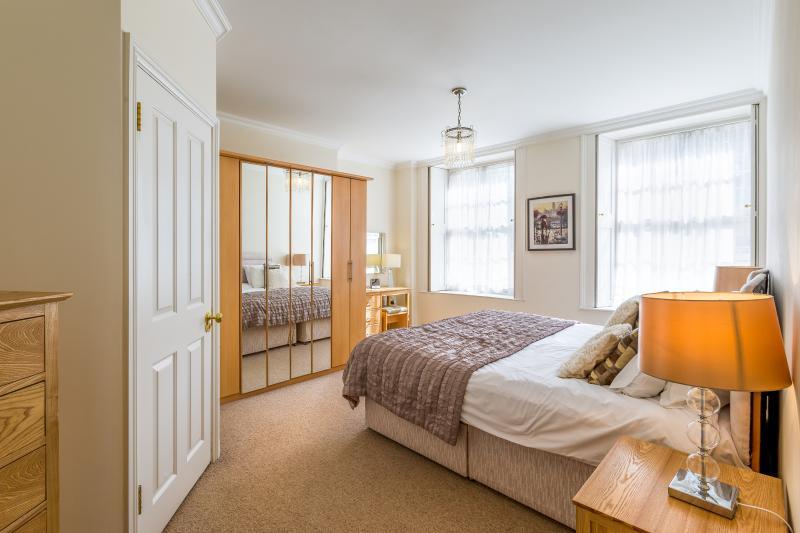 Lansdown Place 2 Bedroom Apt, location de vacances à Cheltenham