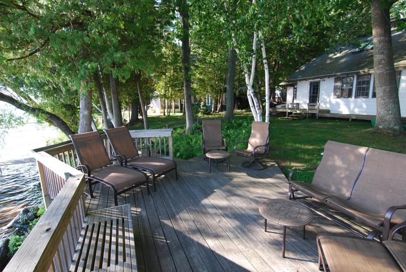Torch Lake Exceptional Lakefront Cottage Has Dvd Player