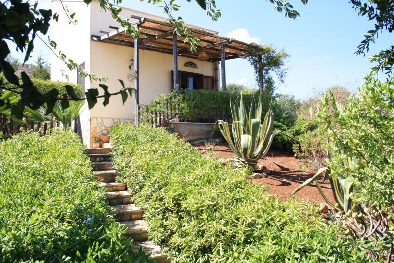 Cozy Villa in Scopello with sea view, holiday rental in Villaggio Sporting