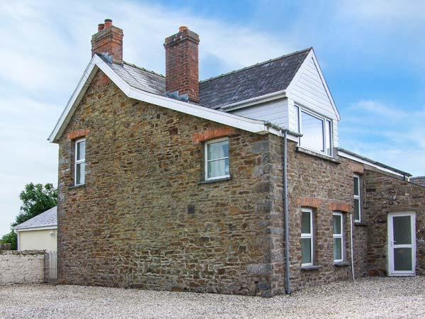 THE GRANGE, ground floor bedroom, two sitting rooms with open fires, enclosed, alquiler vacacional en Druidston