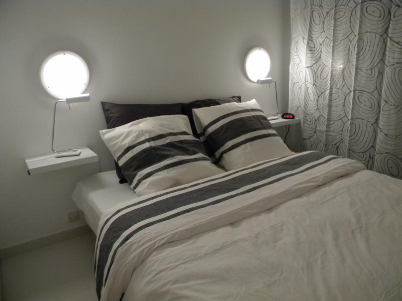 slaapkamer - bed van 160 cm - bladen geboden