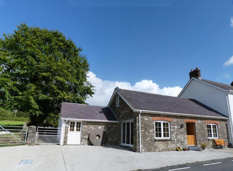 Yr Efail Brechfa Mountain Cottage - 100109, holiday rental in Pentrefelin