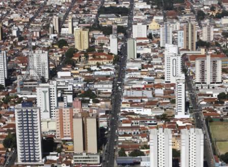 Studio bem localizado em São Carlos – semesterbostad i Analandia