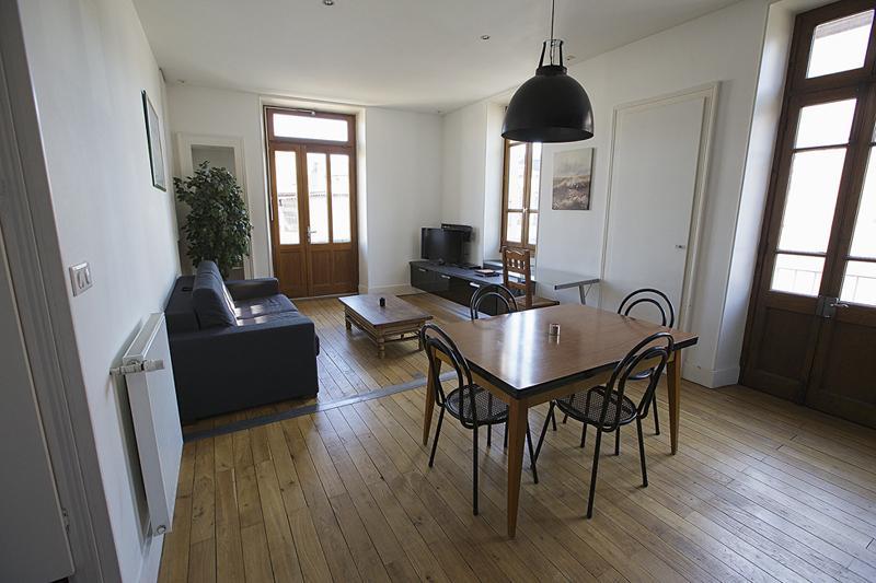 ANNECY centre charmant 2 pièces, parking privé, holiday rental in Cran-Gevrier
