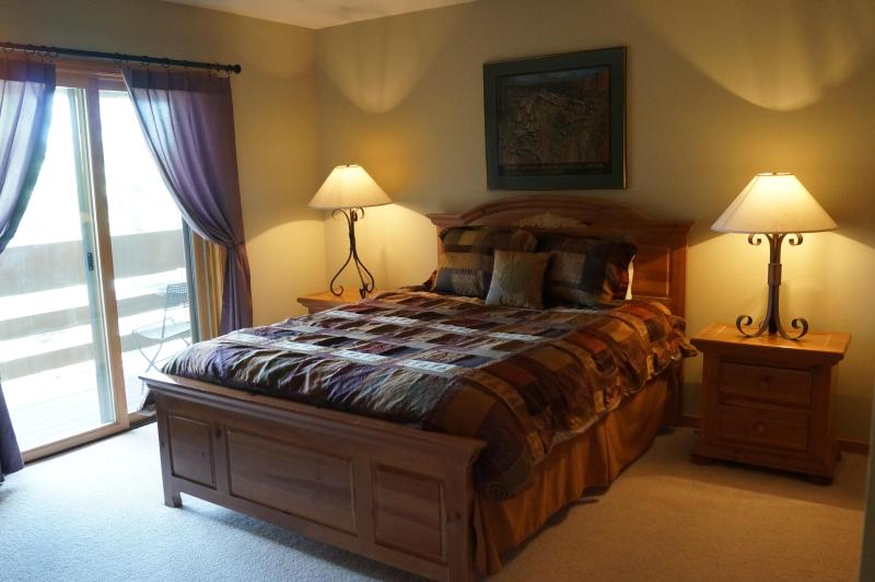 2 º dormitorio con cama de matrimonio.  Amplias.