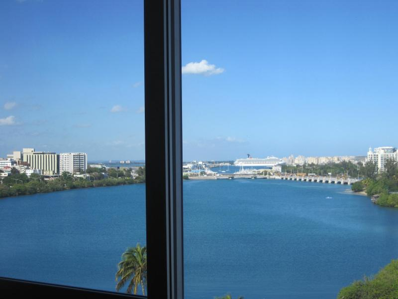 Living room view out to Lagoon