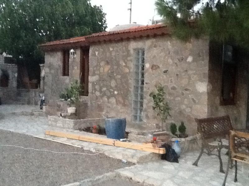 Stone house, location de vacances à Dikili