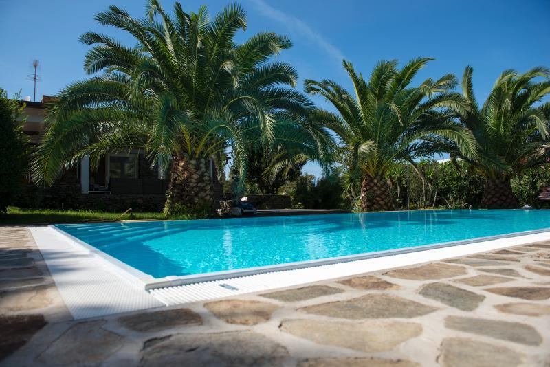 VILLA GEKO - VILLA CON PISCINA A STINTINO, vacation rental in Stintino