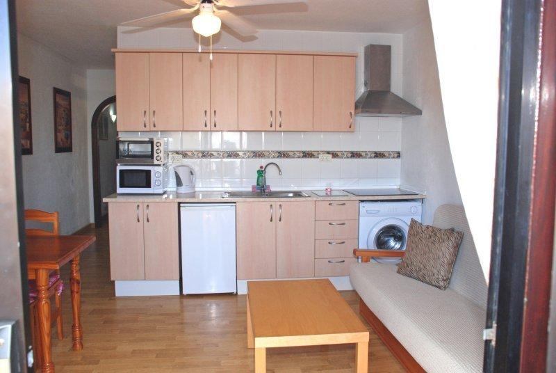 Well equipped kitchen with kitchen utensils and cutlery provided for up to 5 guests.