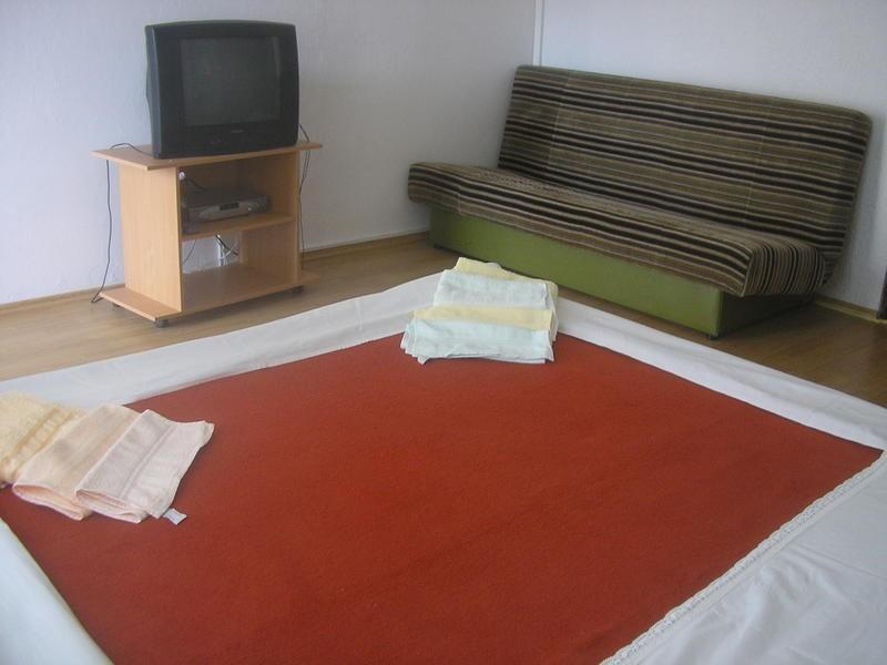 Holiday home 104228 - Holiday apartment 4296, vacation rental in Batomalj