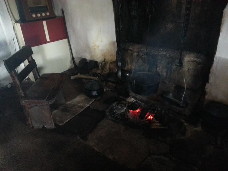 The open fIre at the old thatched cottage