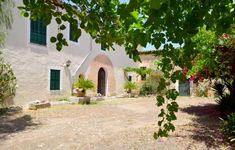 BINIACO, amazing farmhouse with big pool to 10 min. from the beach in Muro, holiday rental in Muro