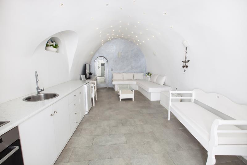 GREEK GODDESS CAVEHOUSE, holiday rental in Karterádhos