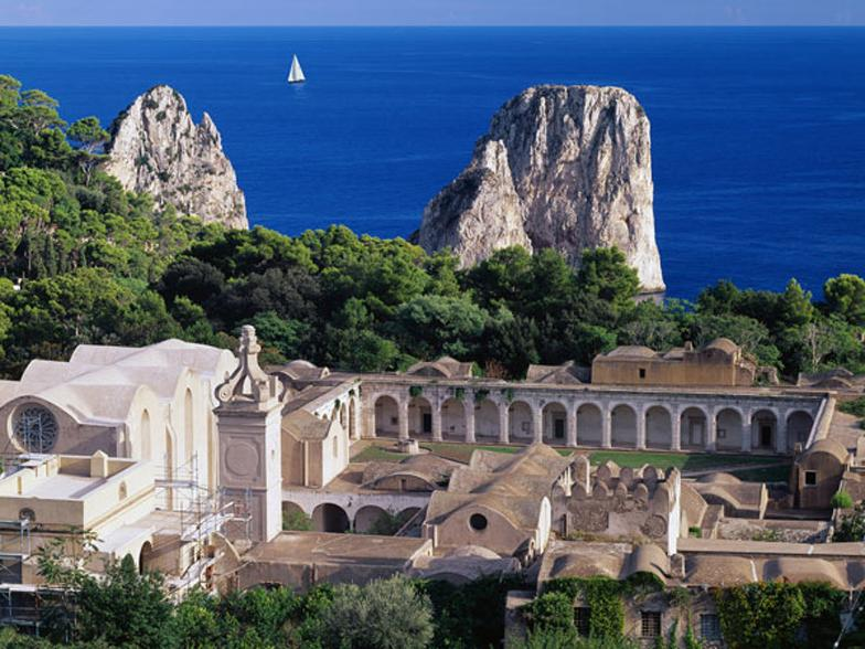 Certosa di San Giacomo, 7 minuti a piedi dalla Mary's House