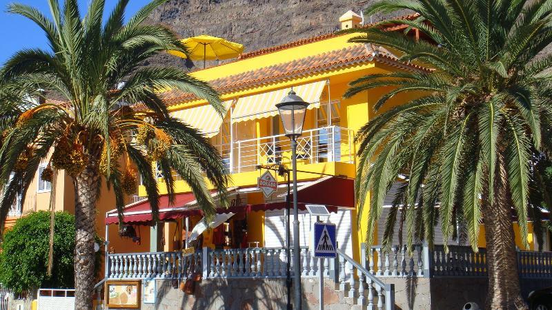 Moderno, con una gran terraza, WIFI, sofá exterior, vacation rental in La Gomera