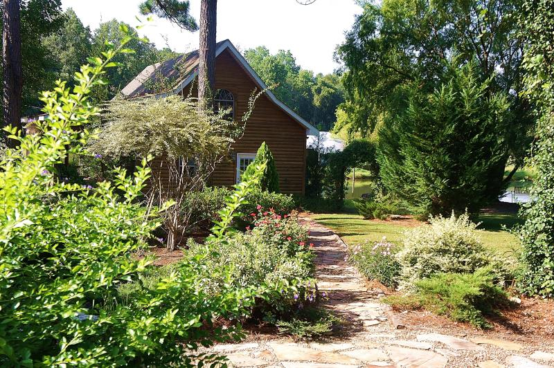Lovely Cabin in the Rural South, holiday rental in Tifton
