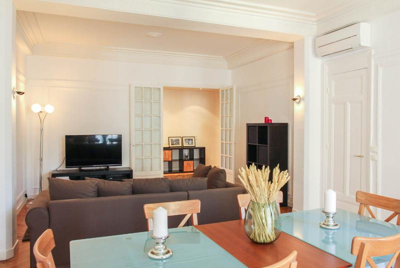 Central Luxury On Prestigious Bd Victor.hugo, holiday rental in Nice