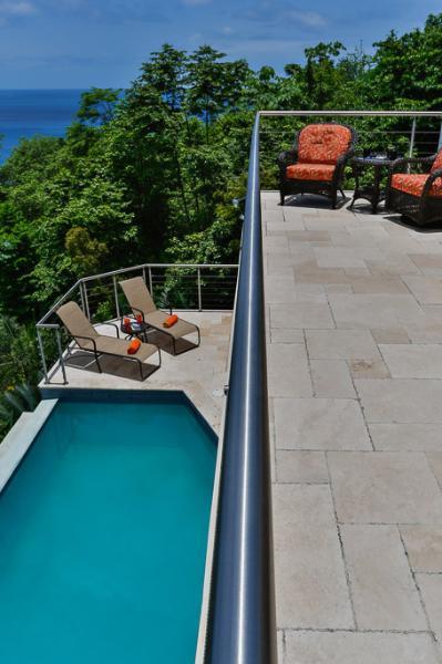cubiertas y piscina