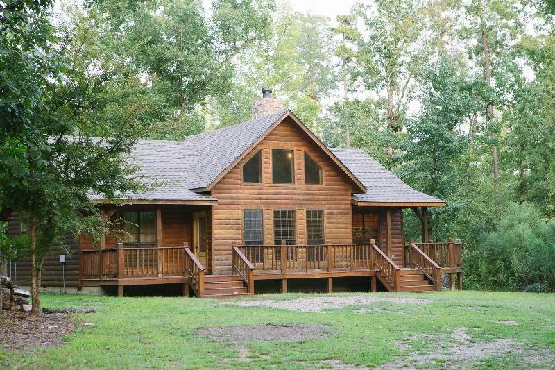 2 Bed Private Cabin easy access to Beaver's Bend, holiday rental in Broken Bow