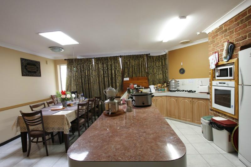 Lovely, Clean Homestay next to Train  close to CBD, holiday rental in Winthrop