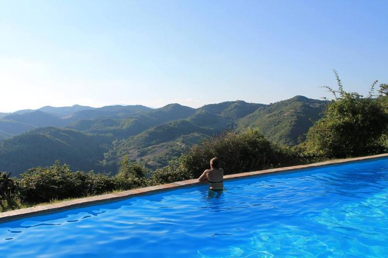 Romantica dependance per 2 persone in Country House. Vista panoramica. Urbino, vacation rental in Piandimeleto