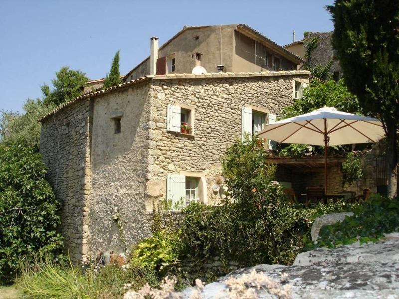 17TH CENTURY RENOVATED VILLAGE HOUSE-PROVENCE - FRANCE, holiday rental in Castellet