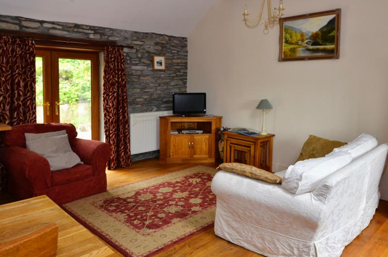 Character stone cottage with oak features, lovely cosy and warm - perfect for a relaxing holiday
